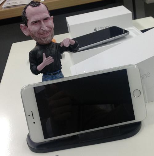 jobs_iPhone6Plus.jpg